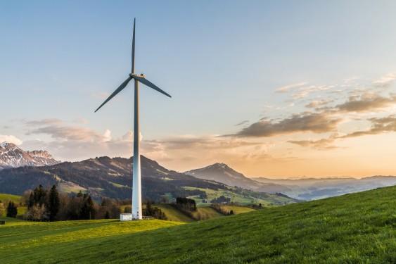 wind-turbine-Berge_2218467